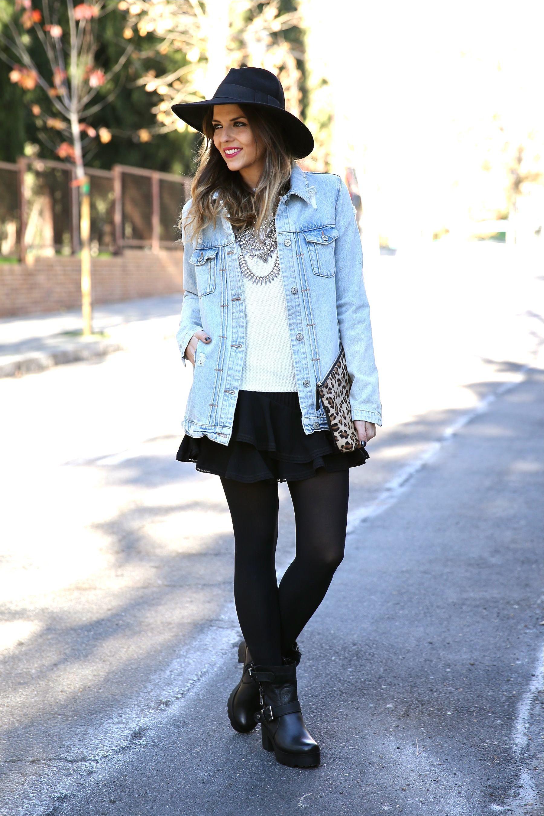 6d025188c Look boho con chaqueta vaquera, falda, sombrero, clutch leopardo y ...