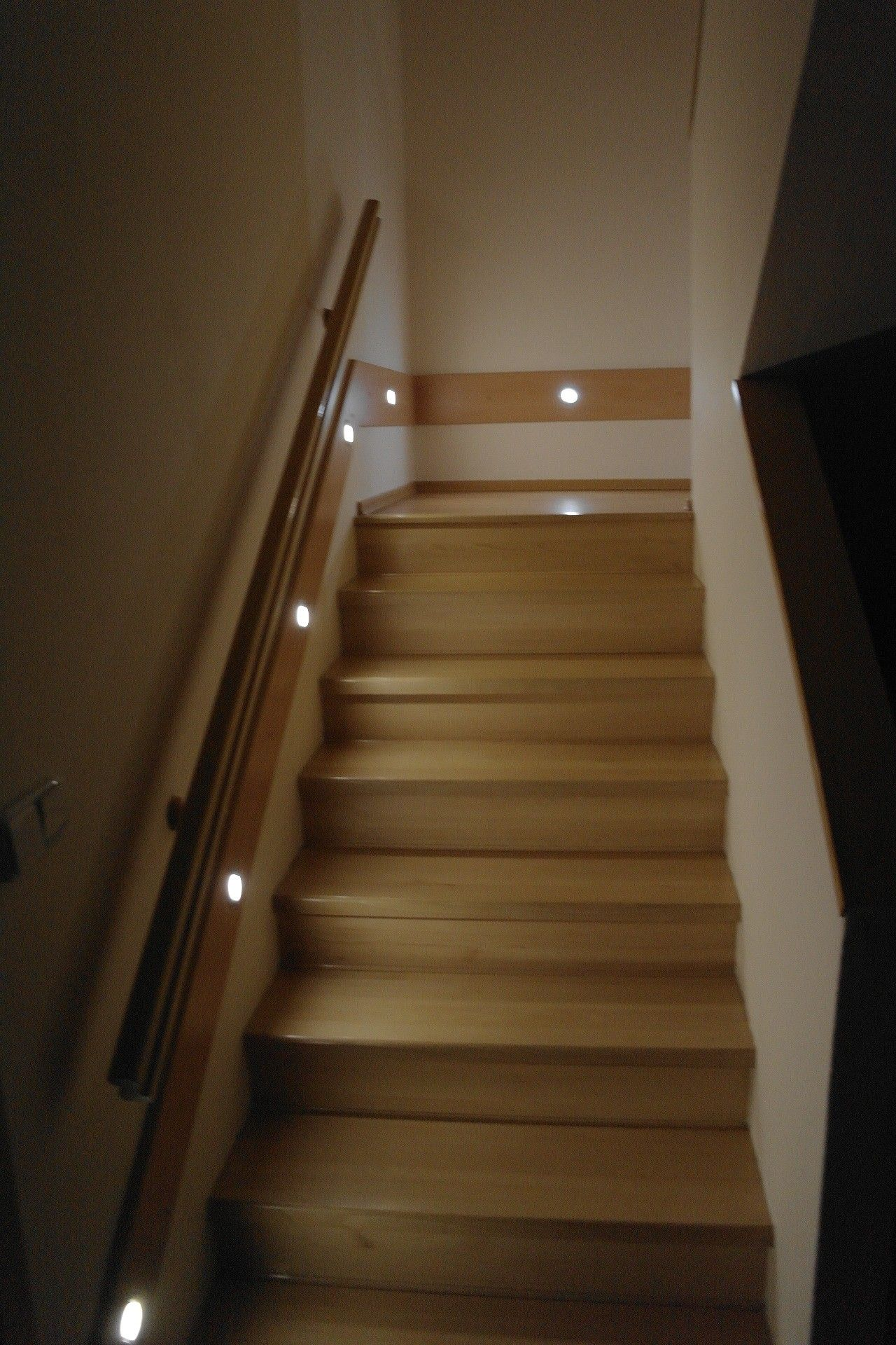 Led Light On Stairs With Motion Sensor And Timer