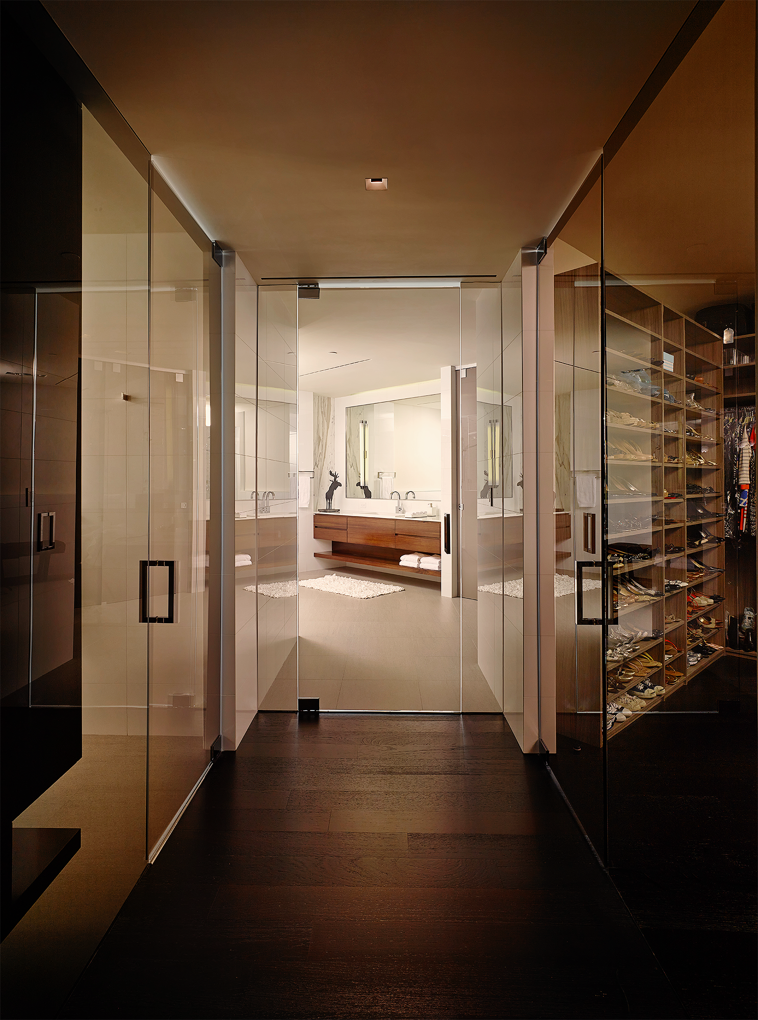 Porto Vita Residence, Fort Lauderdale Bathroom Hallway, Door Open bit.ly/1xi6Ulg + bit.ly/1u7mKxS #interiordesign