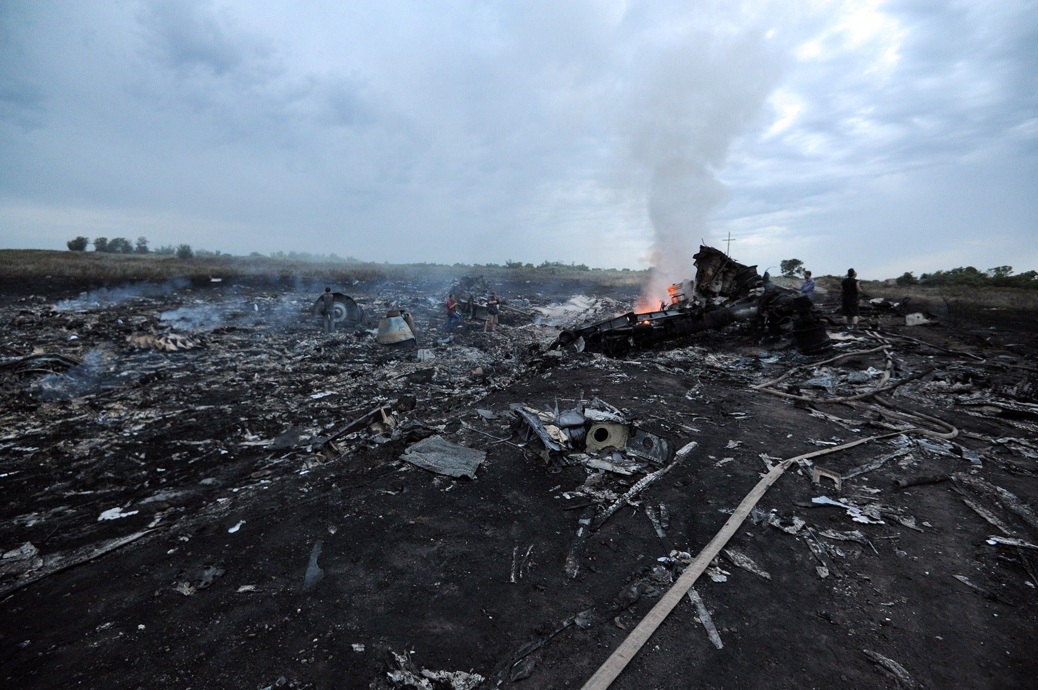 World leaders offer help after Malaysian plane goes down in Ukraine
