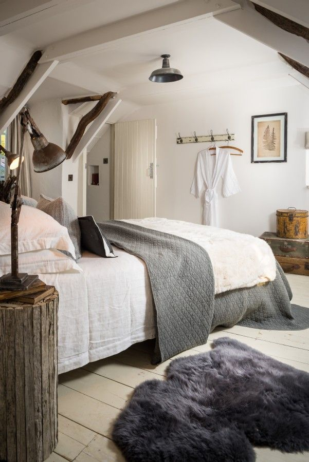 Modern rustic bedroom in the attic cottage near st agnes for Modern house holiday lets