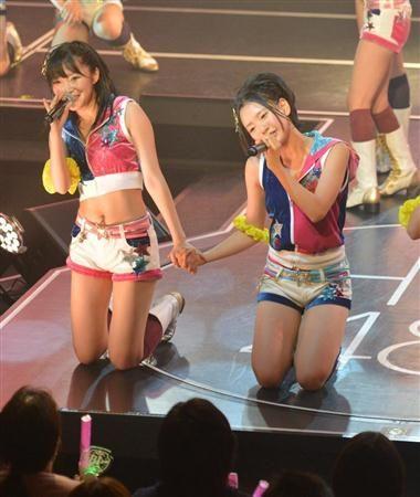 鮮烈にHKT48劇場デビューを飾った指原莉乃(左)。Wセンターを務める兒玉遥