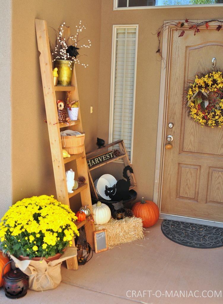 Fall Porch and DIY Welcome Sign www.craft-o-maniac.com #fallporches #falldecor