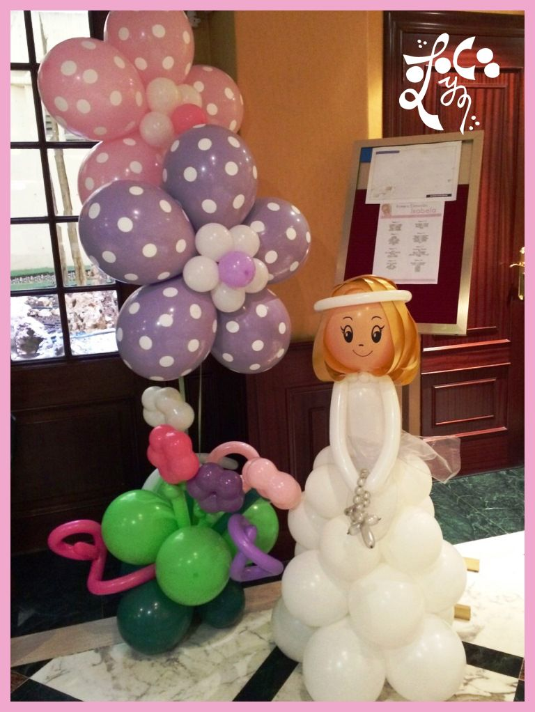 Mu eca comunion con flores de globos globoflexia for Decoracion simple con globos
