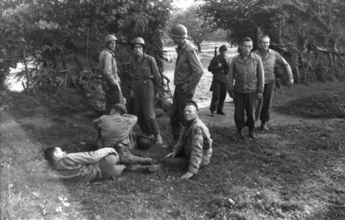 21. Juni 1944 - Frankreich.- Kriegsgefangene amerikanische Soldaten