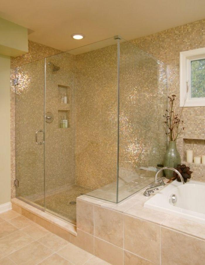 jolie salle de bain taupe avec mosaique murale et sol en carrelage beige