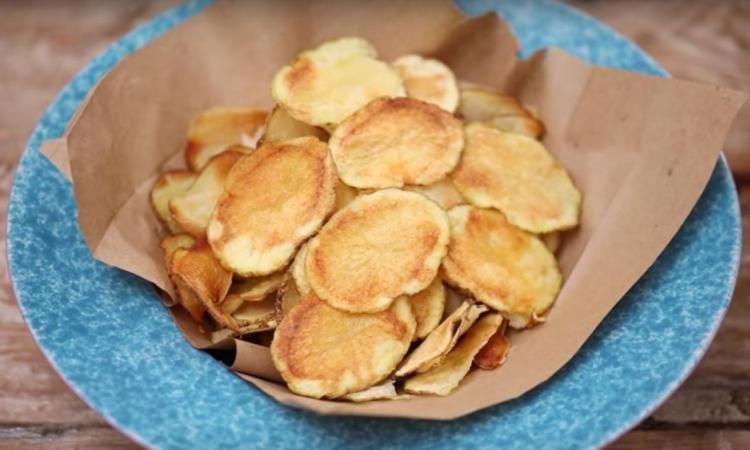 Des croustilles au micro-ondes... Pas de friteuse, pas de mauvaises odeurs, juste du plaisir!