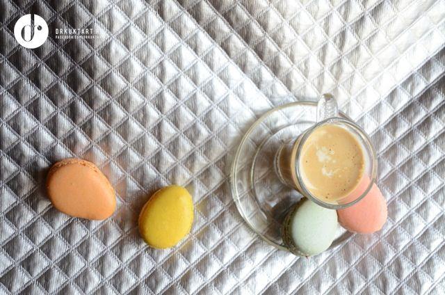 Tojás alakú macaronok és kávé, Nyammmm. More: http://drkuktart.blog.hu/2015/04/03/hetvegi_inspiracio_12_weekend_inspiration