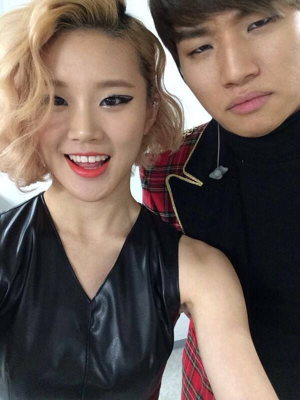 "140112 Daesung with Dancer Kim Minjung -     ""맨날나랑사진찍기싫어하는대성이.. 표정풀어.. 열심히하께..."" -   Translation: ""Daesungie hates taking photos with me all the time...his lose expression...work hard/diligently"" [from https://www.facebook.com/USAV.I.PsFanclub]"