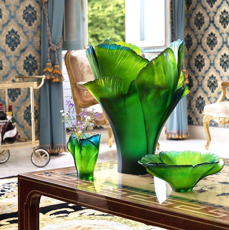 Vase Ginkgo Magnum 99 Ex Daum Vessiere Cristaux En 2020 Daum Nuances De Vert Vase Cristal