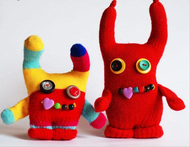 Como hacer mu ecos con unos guantes gloves costura for Munecos con calcetines