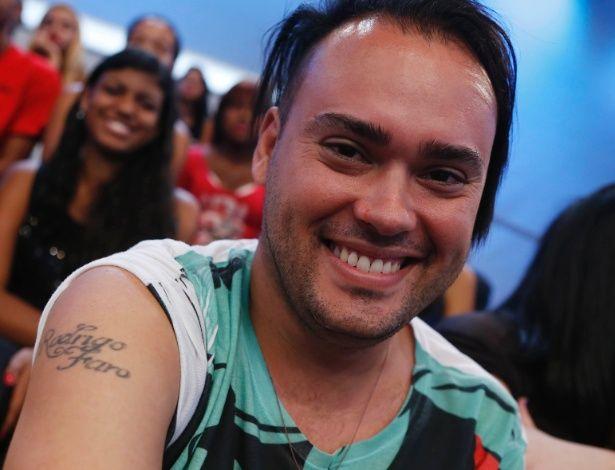 Fã tatua o nome de Rodrigo Faro e gasta R$ 360 por mês para ver o ídolo #Apresentadora, #Argentina, #Ator, #EdirMacedo, #Festa, #Fotos, #Hot, #Leandro, #Luz, #Mundo, #Nome, #Presidente, #Record, #RioDeJaneiro, #Tv, #Xuxa http://popzone.tv/fa-tatua-o-nome-de-rodrigo-faro-e-gasta-r-360-por-mes-para-ver-o-idolo/