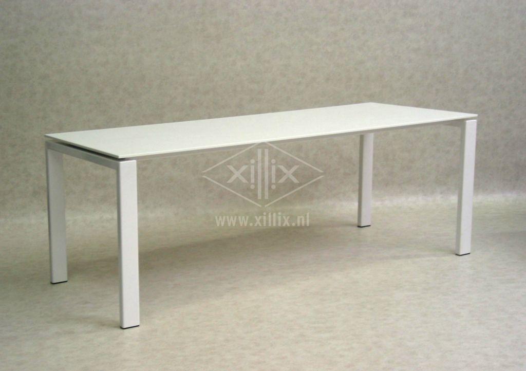 Fabulous grote witte tafel met corian blad en gepoedercoat wit onderstel  OK39