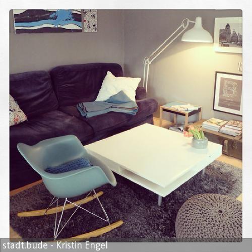 Kuschelsofa und Kaffeetisch - wohnzimmer grau türkis