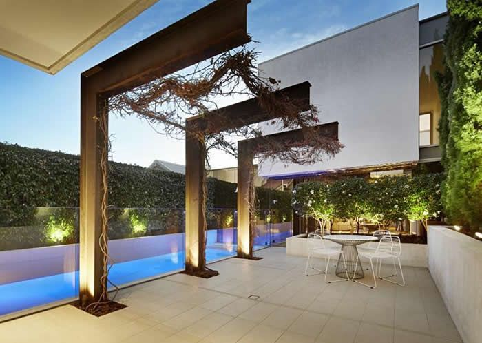 Cantilevered steel pergola alfresco terrace melbourne for Metal frame pergola designs