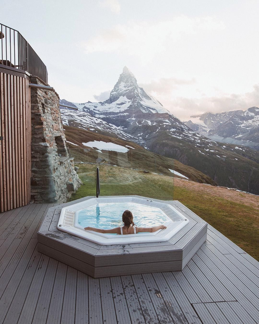 Hot Tub With One Of The Most Epic Views Riffelhaus Would You Take A Dip Here Luxury Hotel Beautiful Hotels Hot Tub
