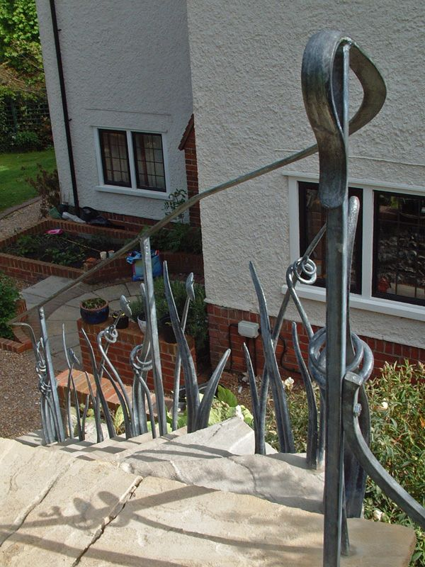 leaf-sculptural-handrail-long2-garden-portfolio-james-price-sussex-blacksmith-designer