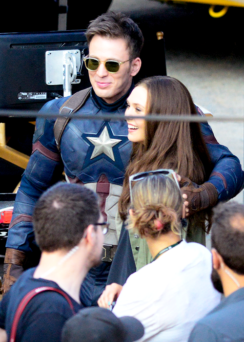 Paul Rudd Spotted On Captain America Civil War Set As The Scarlet Witch Joins The Action Chris Evans Captain America Captain America Civil War