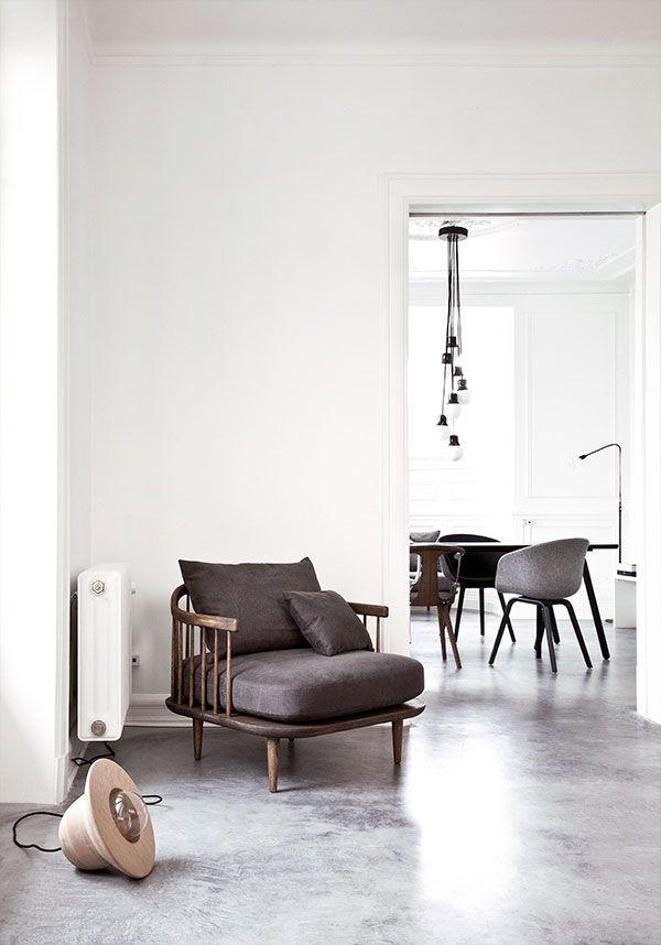 Jeg elsker bare de polerede betongulve og smukt lys i denne villa i udkanten af København.