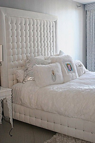 White Velvet Tufted Bed With Crystals Sink Into Luxury In This Extremely Glamorous Bed The Beautiful Crystals In The White Tufted Bed Home Decor Bedroom Bed