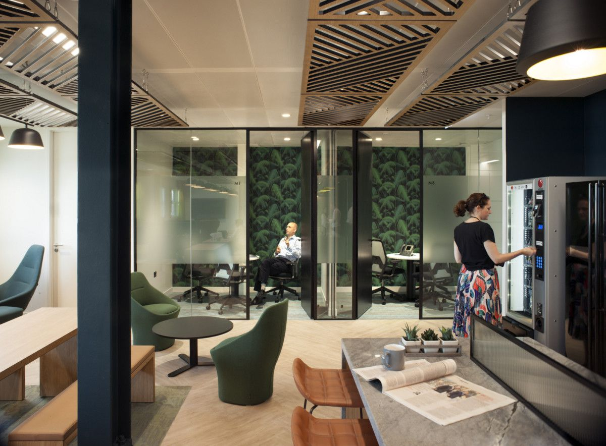 At Kearney Offices London Office Snapshots Small Office Design Workspaces Corporate Office Design Small Office Design