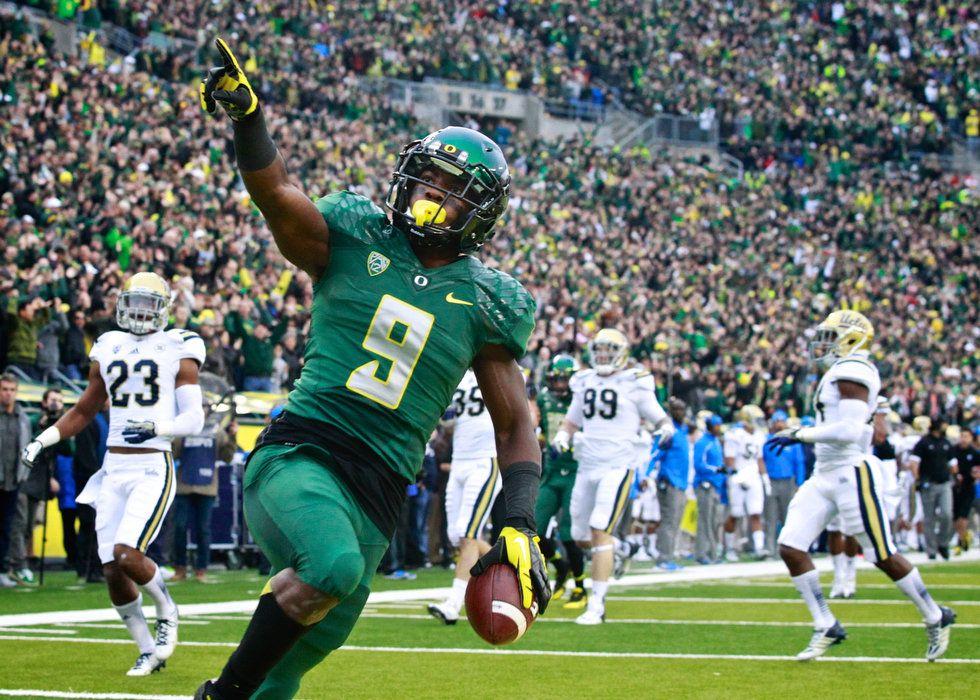 Oregon ducks running back byron marshall 9 scores a
