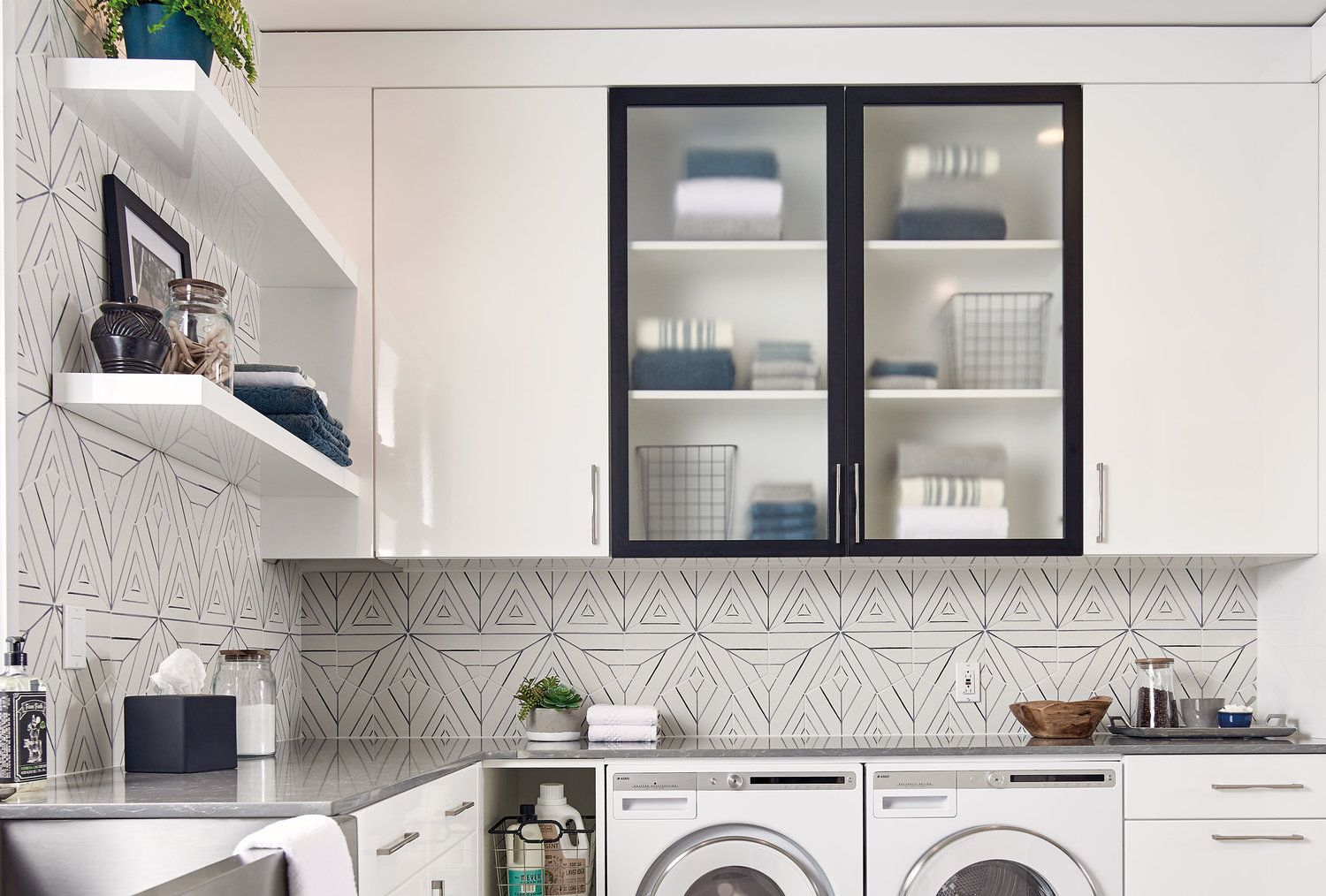 Astounding Make A Statement With Your Backsplash With Tile Made In Home Interior And Landscaping Staixmapetitesourisinfo