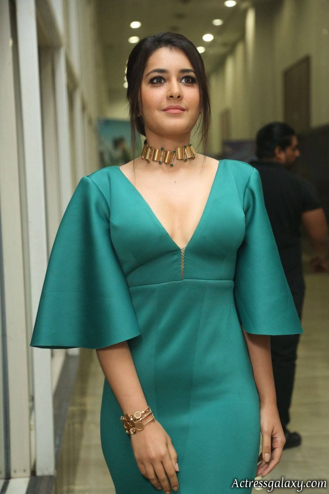 Rashi-Khanna-Hot-And-Sexy-Deep-Cleavage-Photos-At-Hyper-Theatrical ...