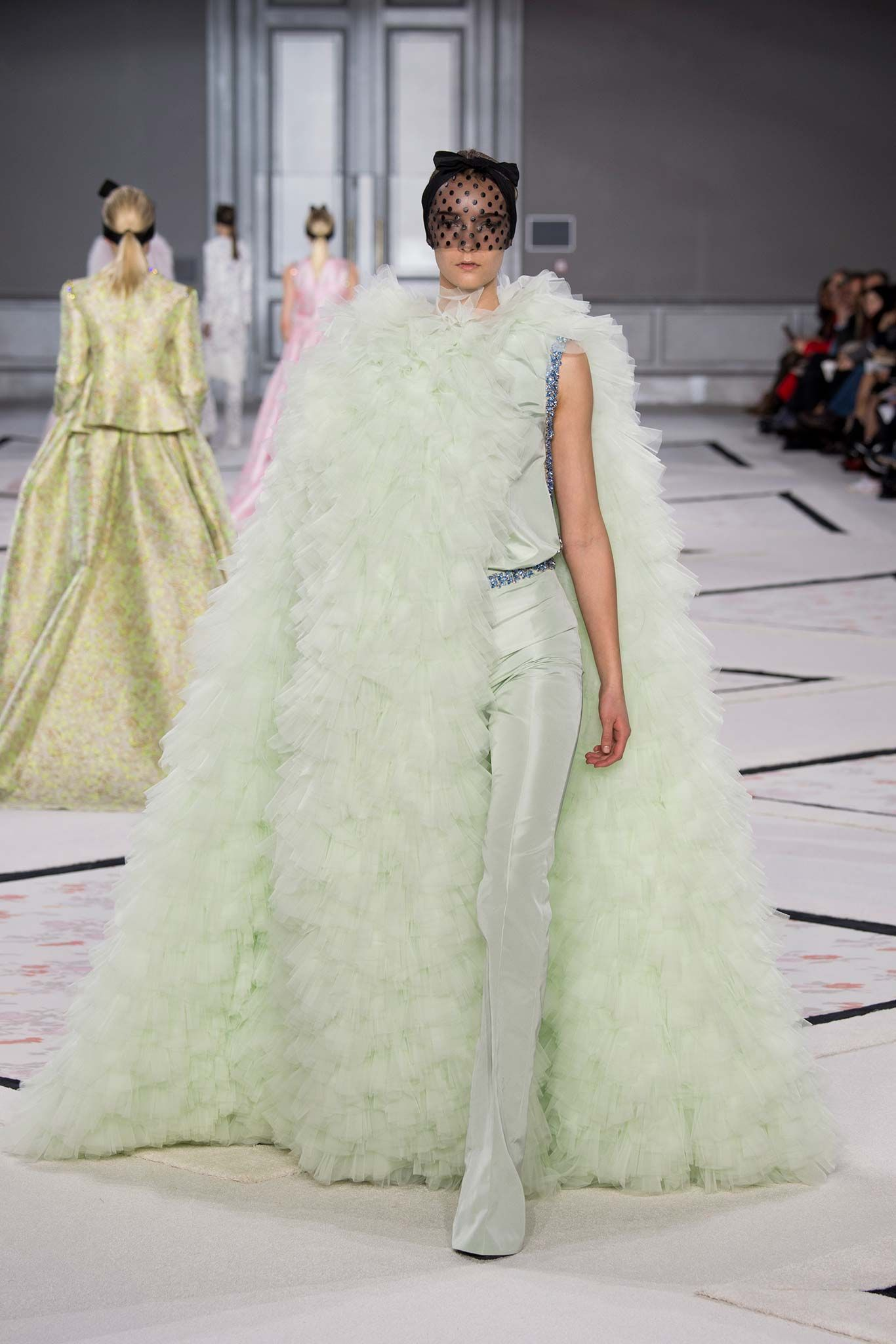 Giambattista Valli #spring2015couture #giambattistavalli #irinaliss #feelingfashion