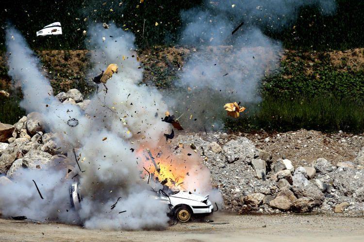 """14. Juni 2014: """"Viel Lärm in einem Steinbruch bei Sierning: die Polizei demonstrierte ihren Schülern die Wirkung von Sprengstoffen"""" Mehr Bilder auf: http://www.nachrichten.at/nachrichten/fotogalerien/weihbolds_fotoblog (Bild: Weihbold)"""