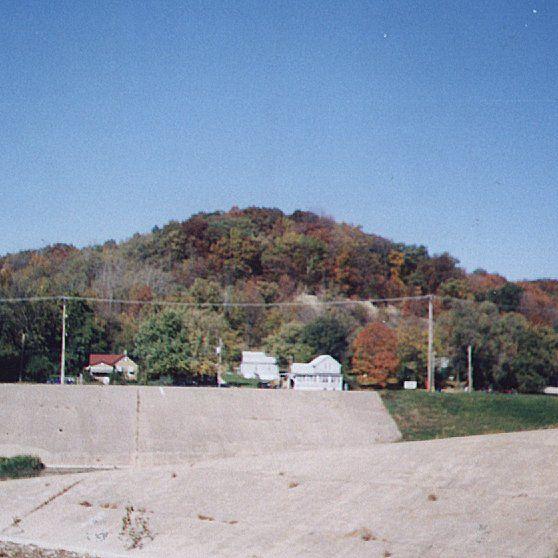 East Peoria, IL : The autumn trees above E Washington St and below FonDuLac Dr