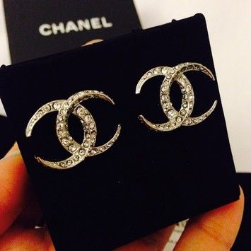 da4ba0137 Free shipping and guaranteed authenticity on Chanel Silver Cc Moonlight  Dubai Stud Swarovski Earrings 2015 New Dubai Cruise 2015 Chanel Swarovski  Silver C..