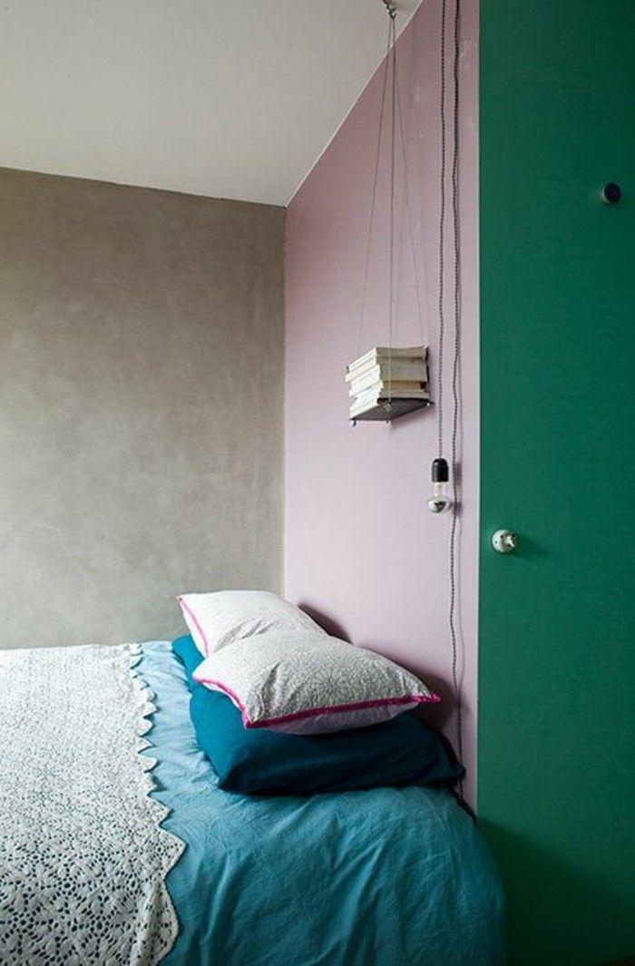 Beau Peindre Une Pièce En Deux Couleurs Chambre A Coucher Avec Mur En Rose Et  Vert Lit Double