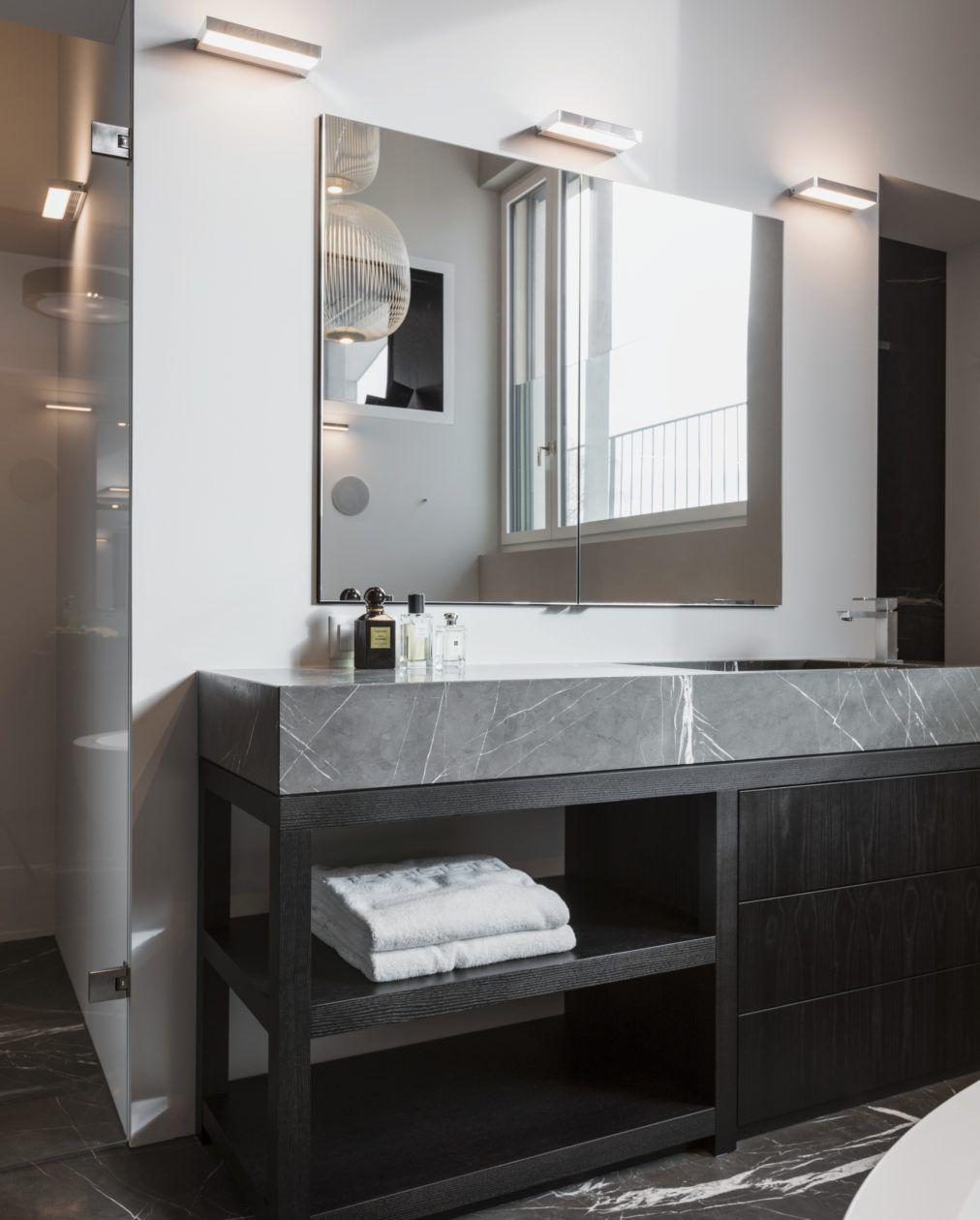 Das Badezimmer Aufhübschen Mit Kleinem Budget: Der Waschtisch Im Massivlook Ist Ein Blickfang In Diesem