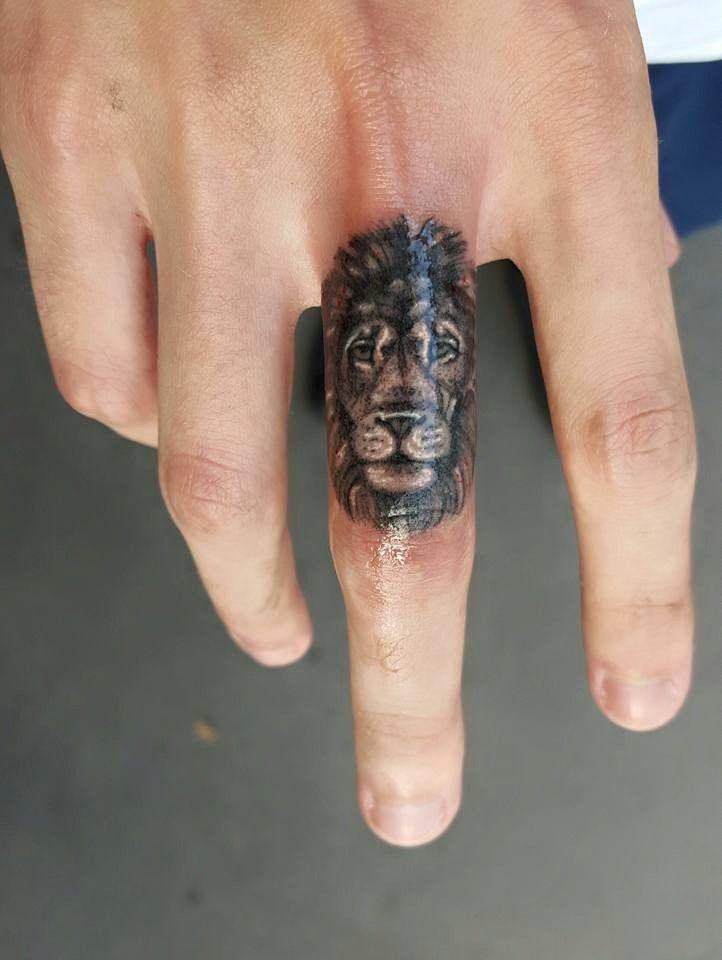 Lion Tattoo Finger Quotes Tatouage Geometrique Tatouage