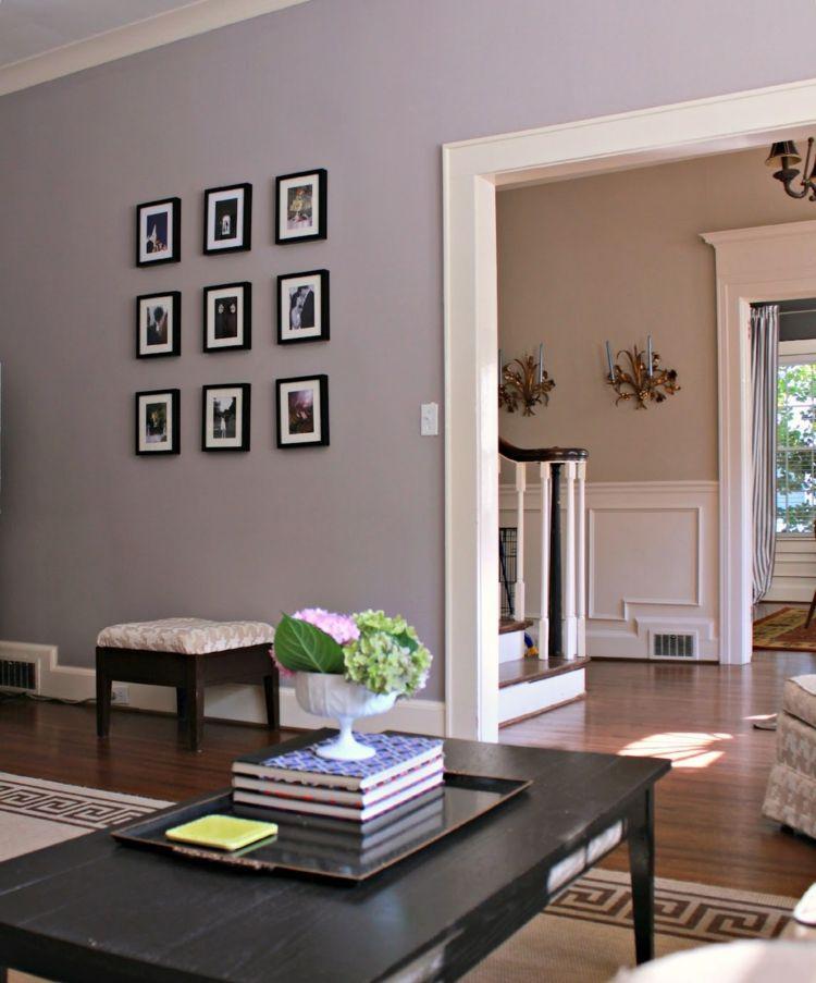 Farbe mauve einrichtung ideen trendfarbe  farbe-mauve-bilder-wanddeko-couchtisch-dunkel-hocker ...