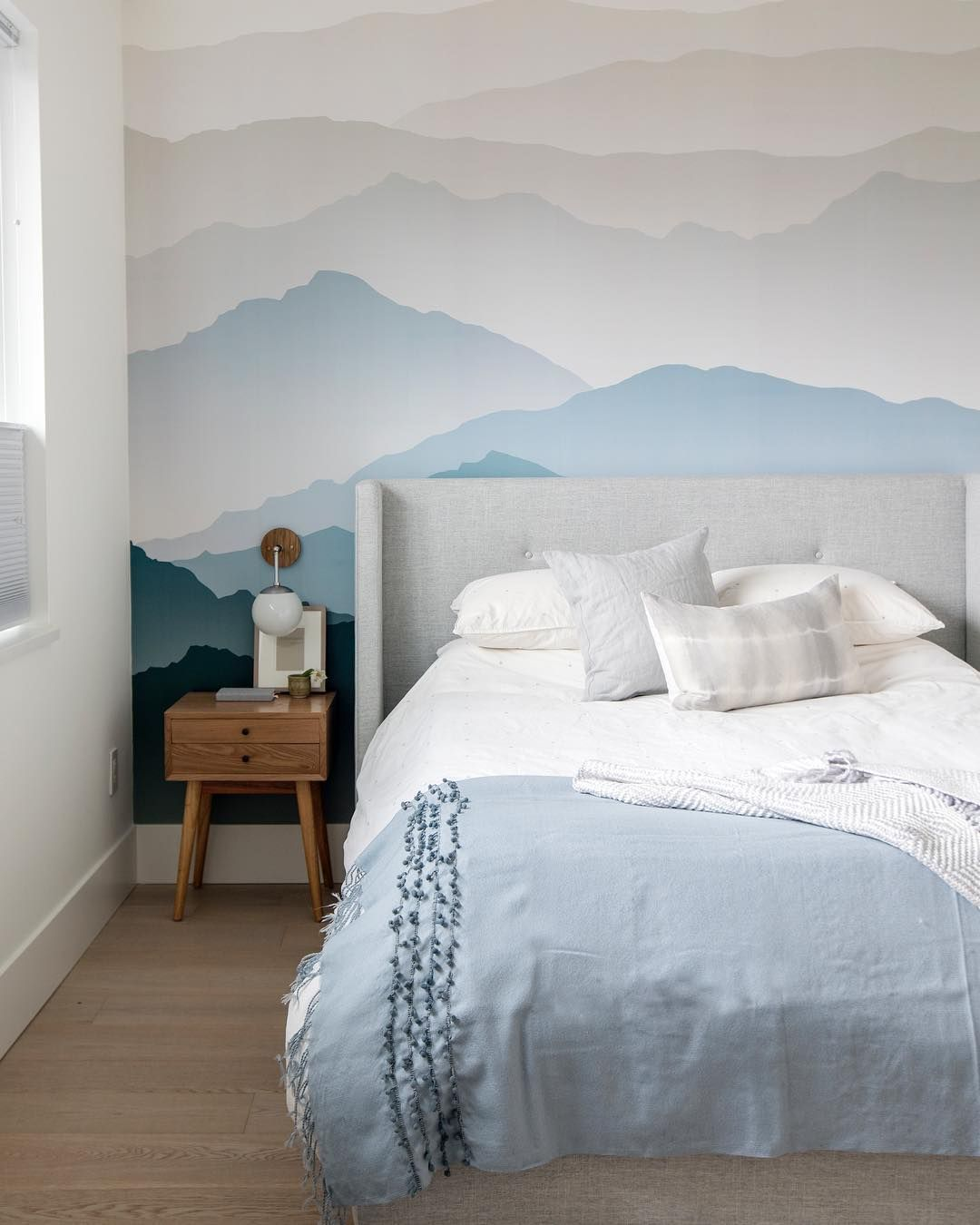 Best Dreamy Bedroom With Blue Mountain Wallpaper And Beige 400 x 300