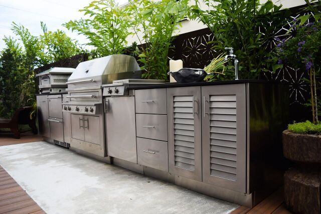 Get cooking with #WynwoodLab's @kalamazoogrills #grill. Book us for your next #BBQ gathering. #Wynwood #Events #Cook