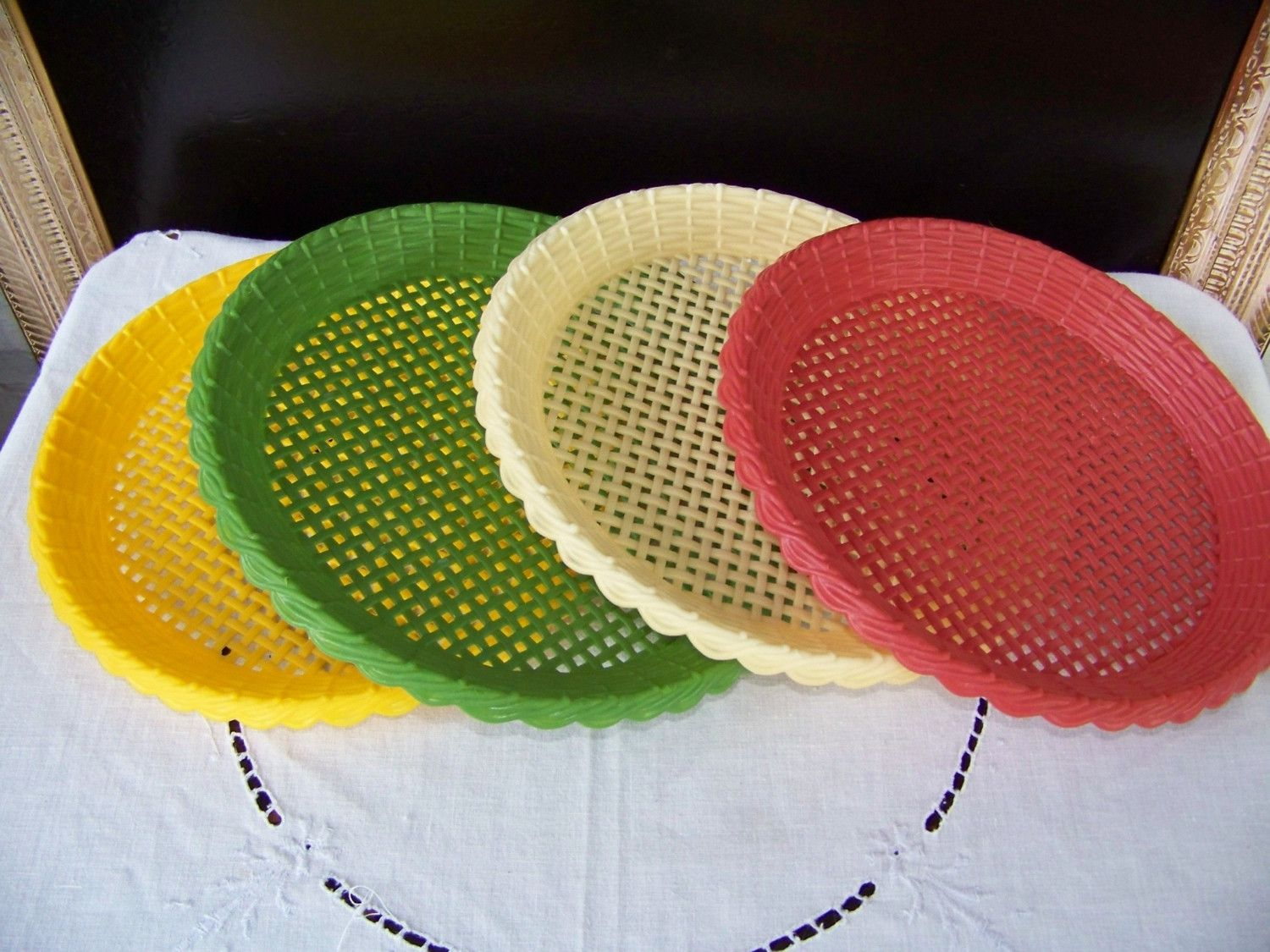 paper plate holders   Please Pass The Plate---PLASTIC PAPER PLATE HOLDERS- & Please Pass The Plate---PLASTIC PAPER PLATE HOLDERS   Plate holder