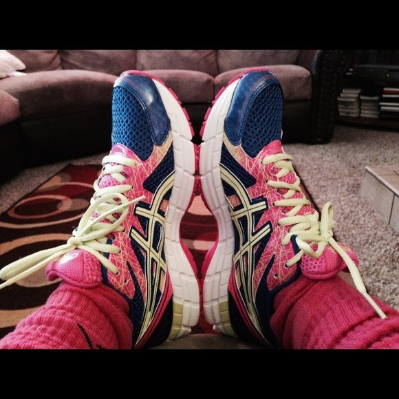 Size 9 Asics, good condition! Good shape! asics Shoes Athletic Shoes