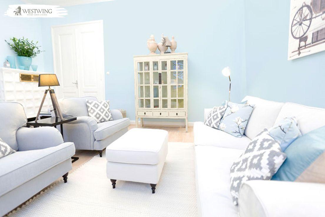 Faszinierend Hellblaues Sofa Foto Von Die Hellblaue Wandfarbe Lässt Das Wohnzimmer Erstrahlen.