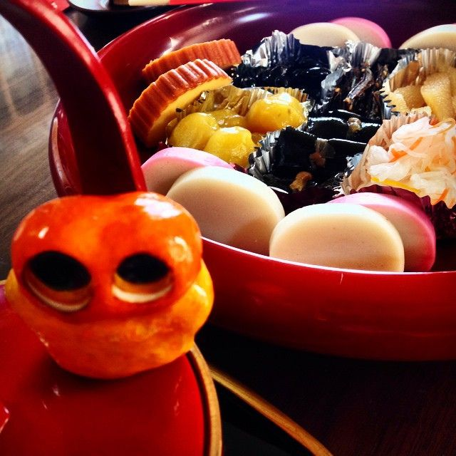 You can look the behind.. OSECHI/おせち foods! Nomnom. #mizumushikun #osechi #foods #japan #japanesefood #japanesecuisine #foodie #yummy #traditional #culture #newyear
