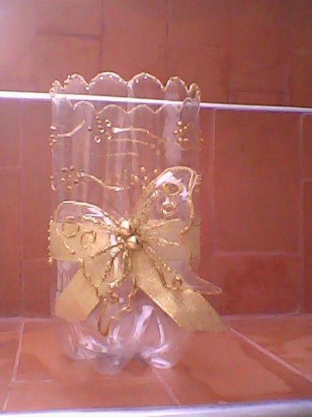 Botellas de gaseosa pintadas con vitraseta buscar con for Adornos navidenos hechos con botellas plasticas