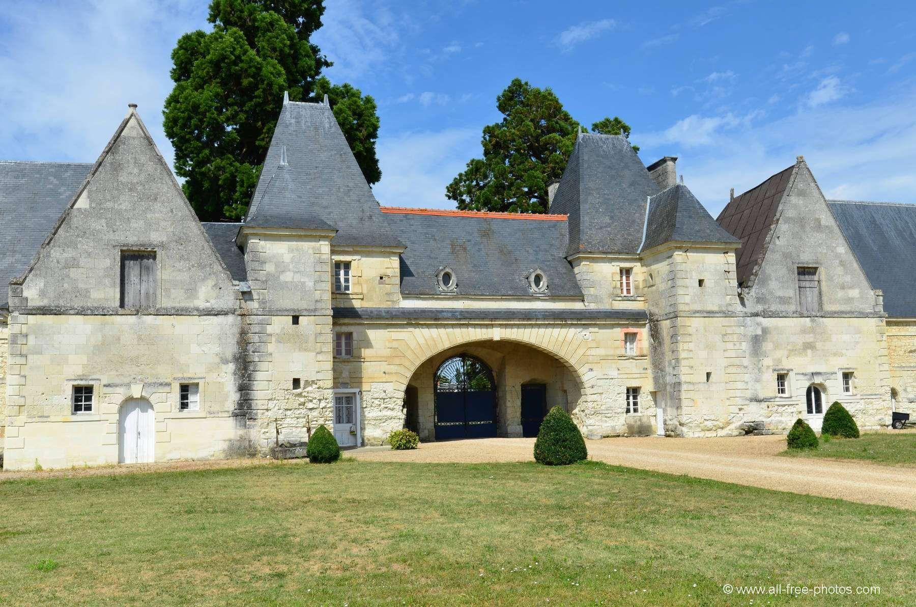 La Maison Du Bois Clairvaux château de scorbé-clairvaux   l'architecture française