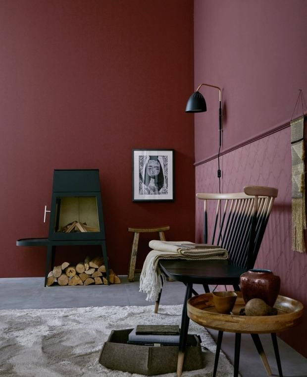 rote wand mit rott nen wohnen bordeaux d co. Black Bedroom Furniture Sets. Home Design Ideas