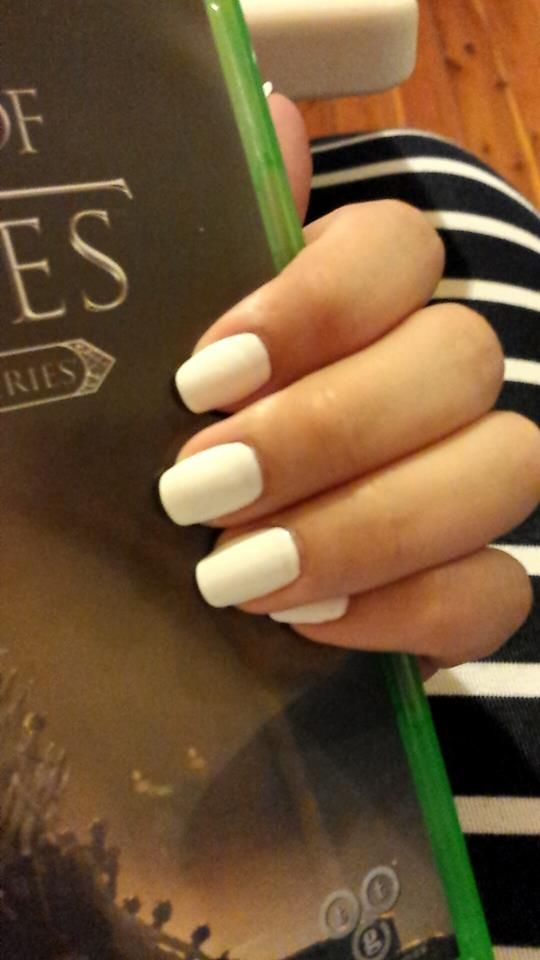 I love how classy a simple white square nail with rounded edges look #finallytookmyfakenailsoff #plainwhite #squareandroundededges #nails