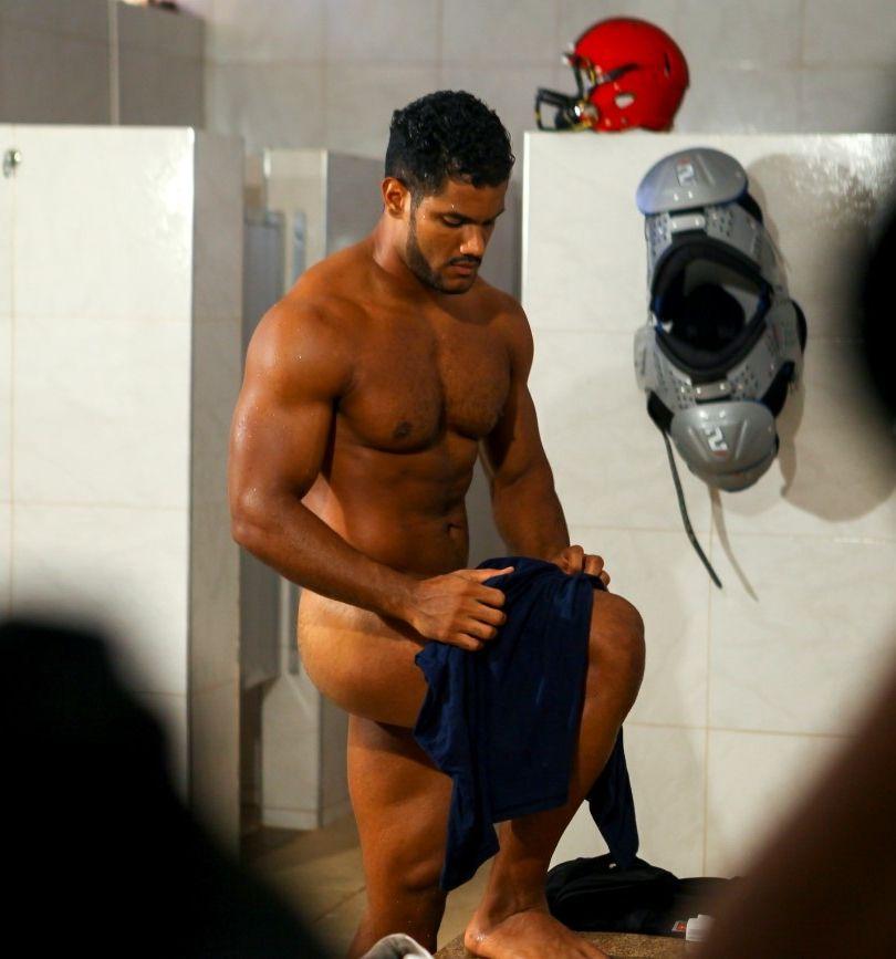 Naked american footballer — pic 15