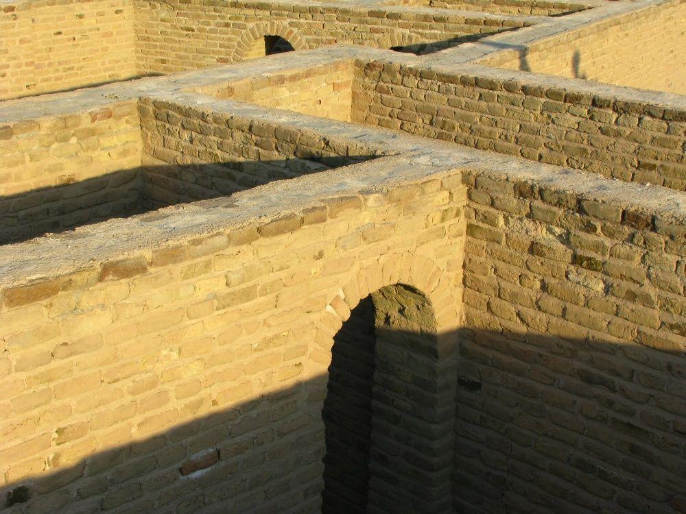 Ur, Mesopotamia (Irak); murallas de palacio con arcos sobre puertas