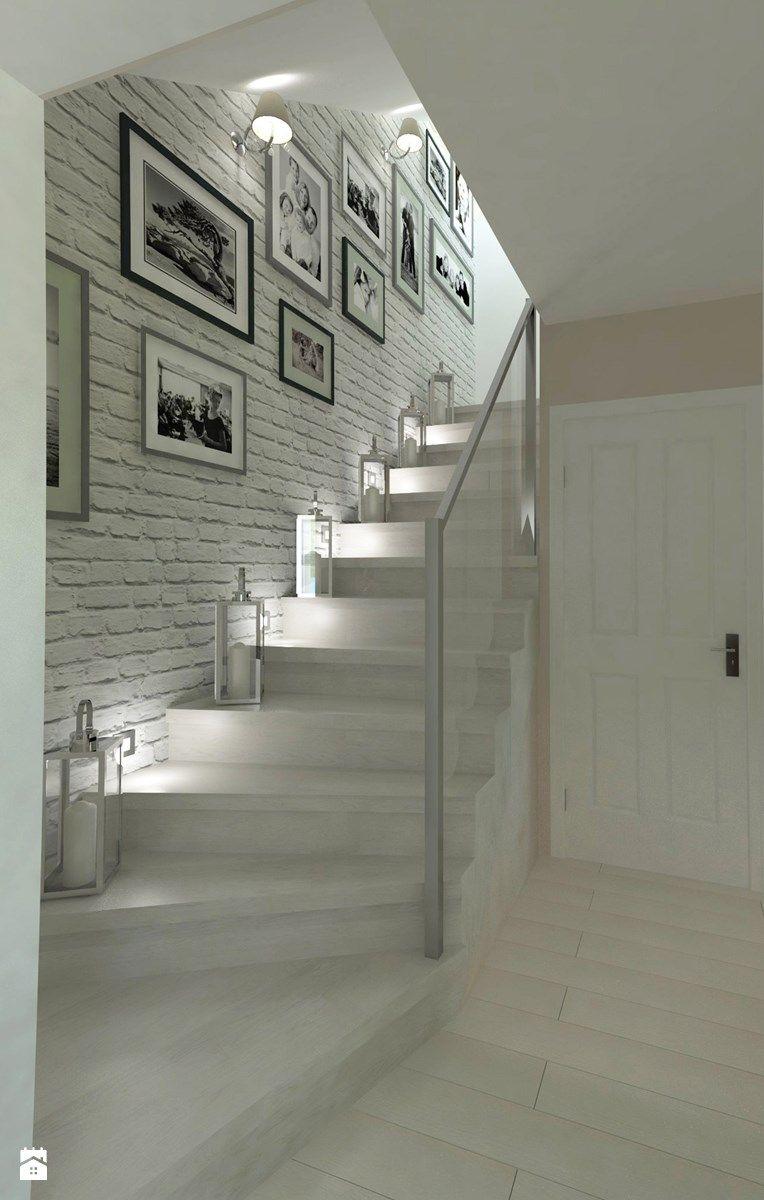 Lighting Basement Washroom Stairs: Odrobina Klasyki W Poniemieckim Domu