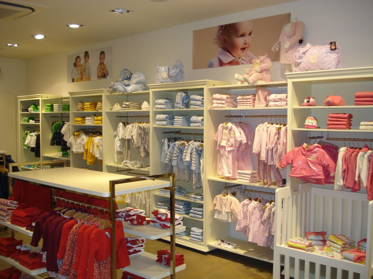 312edaeb4 decoracion de tiendas de ropa de niños - Buscar con Google